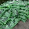 堆肥が入ってきました。成分はおから、生薬の絞りかすなどを熟成させた植物性肥料です。